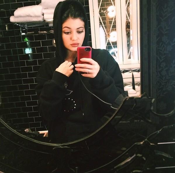 Teraz ju� wiemy, dlaczego Kylie Jenner zbiera tyle mandat�w!