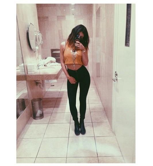16-letnia Kylie Jenner pozuje w bikini (FOTO)