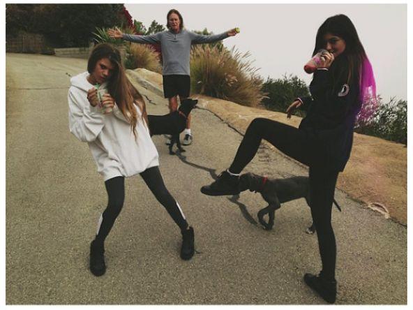 16-letnia Kylie Jenner chwali si� piersiami (FOTO)