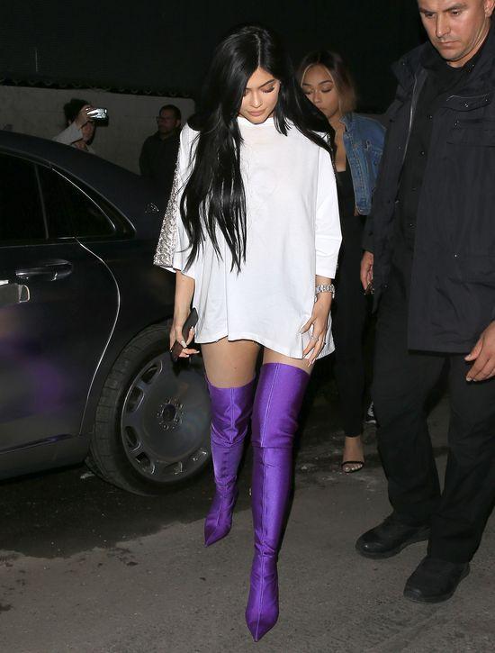 Kylie Jenner nie jest już łatwo ukrywać 4 miesiąc ciąży?