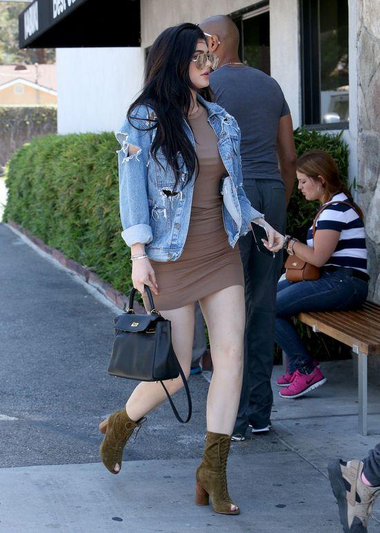 Na nogi Kylie Jenner wrócił CELLULIT! (FOTO)