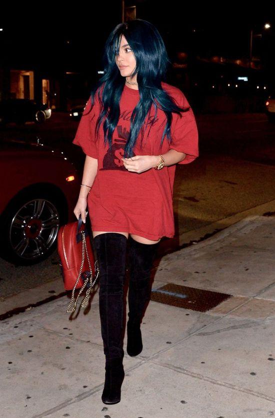 Kylie Jenner ukrywa swoje dodatkowe kilogramy pod obszernymi ubraniami
