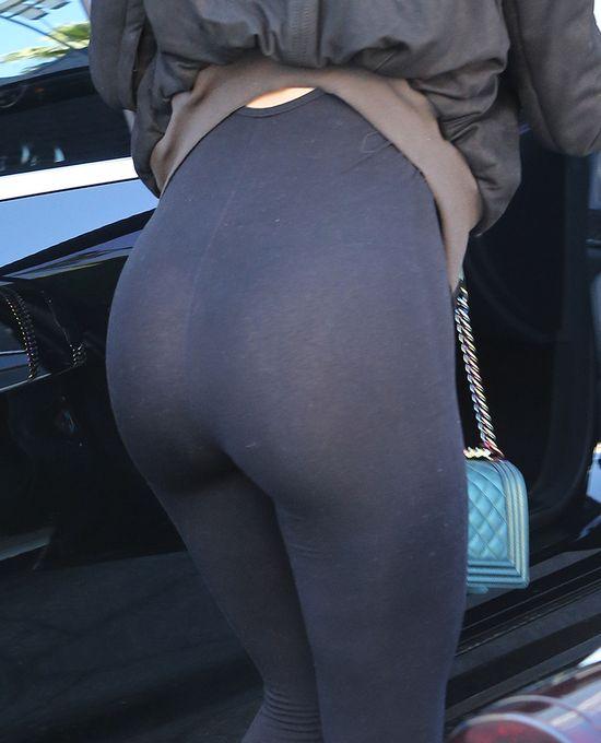 Kylie Jenner wypięła się do paparazzi (FOTO)