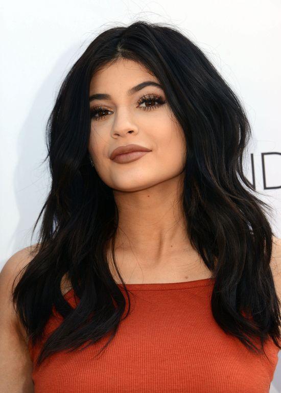 Kylie Jenner twierdzi, że od lat nie wzięła mamy dolara!