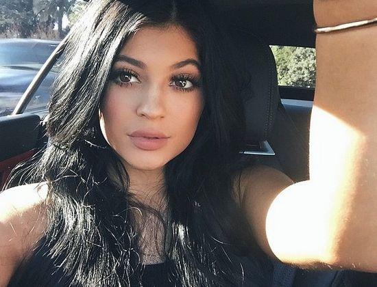 #kyliejennerchallenge, czyli przerażający efekt Kylie Jenner