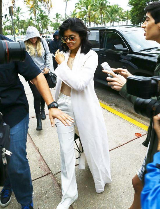 Ozdoba na palcu Kylie Jenner wywo�a�a burz� (FOTO)