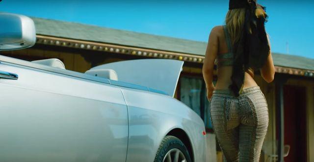 Co to ma być? Kylie Jenner nagrała gangsterski klip! (VIDEO)