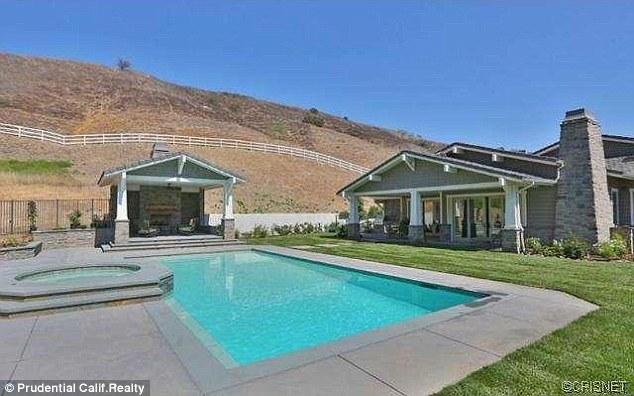 Kylie Jenner kupiła TRZECIĄ willę! (FOTO)