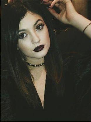 Kylie Jenner eksperymentuje z makijażem (FOTO)