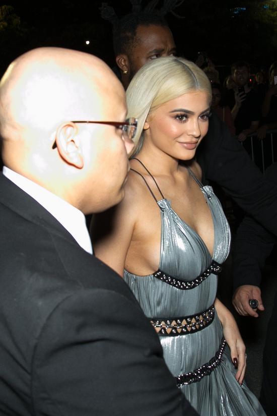 Kendall na wybiegu, a Kylie w pierwszym rzędzie na pokazie Alexandra Wanga (FOTO