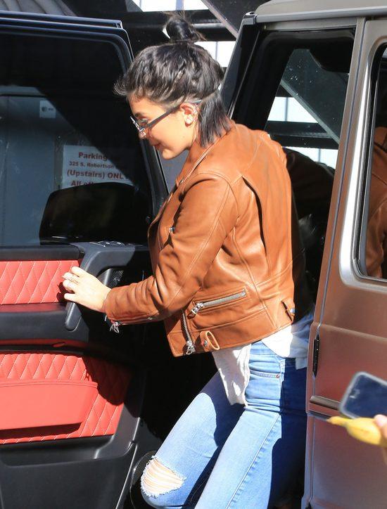 Zgadnijcie która z córek Kris Jenner wybrała się do fryzjera