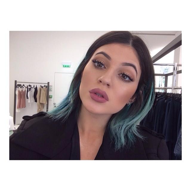 Kylie Jenner coraz bardziej podobna do Kim Kardashian (FOTO)