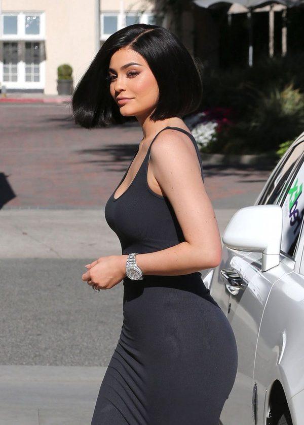 Co si� sta�o z biustem Kylie Jenner? Jest OGROMNY! (INS)