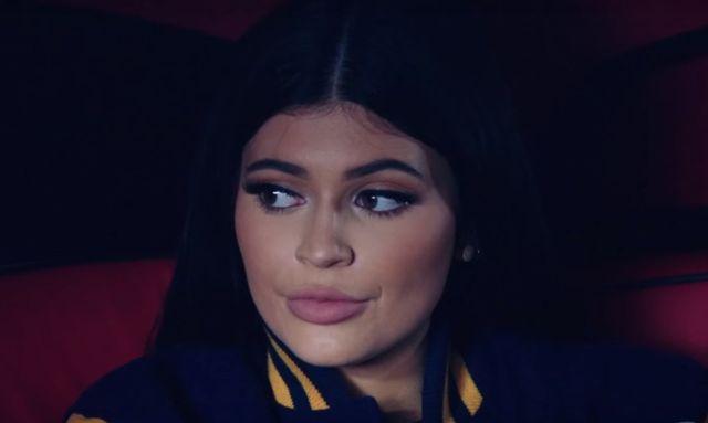 W swoim nowym video Tyga zrobił z Kylie Jenner ZOMBIE!