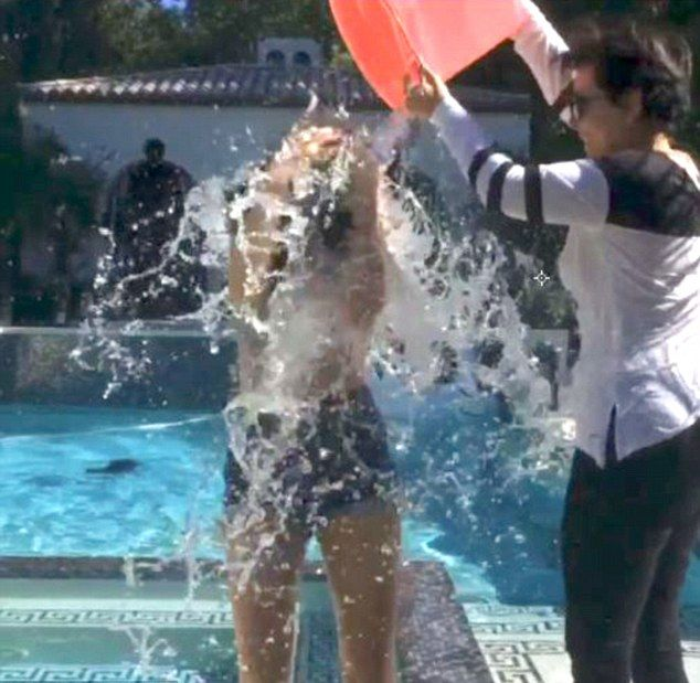 Kylie Jenner też skusiła się na SPLASH (VIDEO)