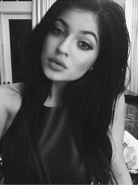Kylie Jenner już przesadziła z powiększaniem ust? (FOTO)