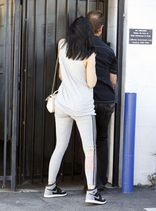 Sportowy str�j nie zwalnia Kylie Jenner z makija�u (FOTO)