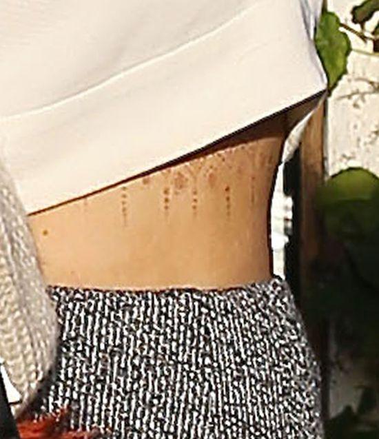 Kylie Jenner zrobiła sobie tatuaż pod biustem? (FOTO)