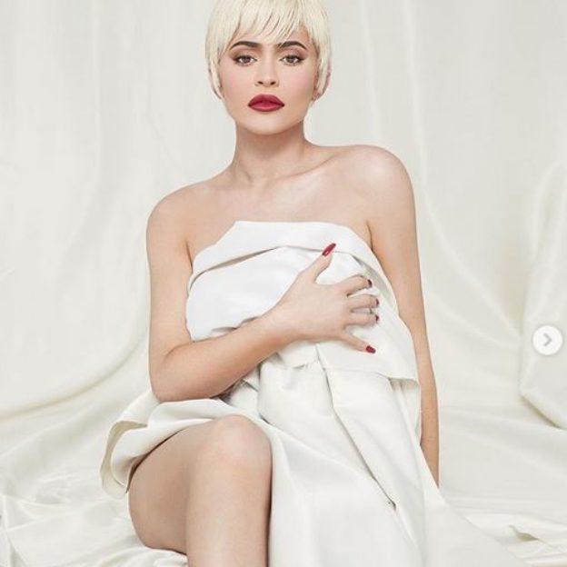 Podoba Ci się Kylie Jenner w krótkich blond włosach?