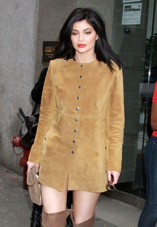 Kylie Jenner nie boi si�, �e przezi�bi p�cherz (FOTO)