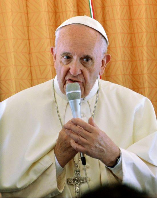 Papież do polskich duchownych: cennik za posługi, to BARBARZYŃSTWO!