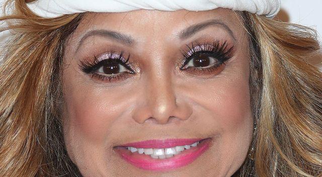 Co się dzieje z twarzą siostry Michaela Jacksona? (ZDJĘCIA)