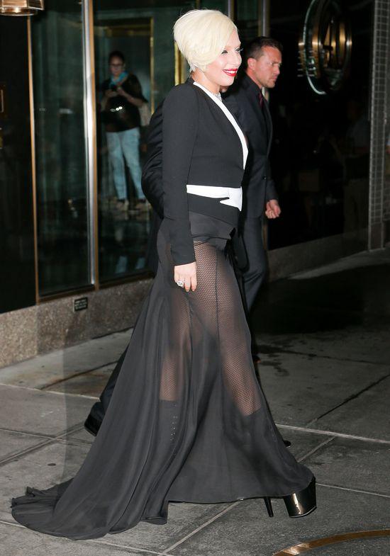 Lady Gaga w końcu zabrała narzeczonego na salony!