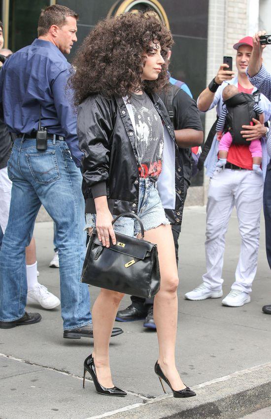 Lady Gaga nosi używane peruki (FOTO)