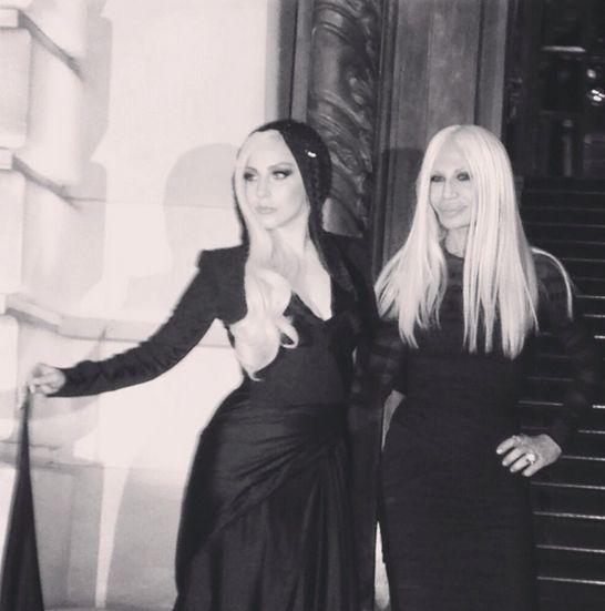 Lady Gaga czy Donatella Versace? (FOTO)