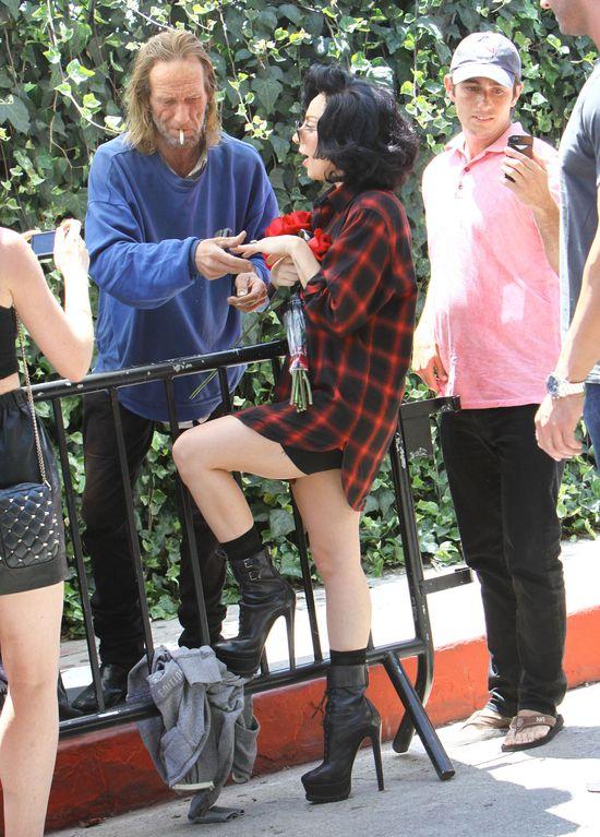 Lady Gaga do bezdomnego: Ja śmmierdzę też