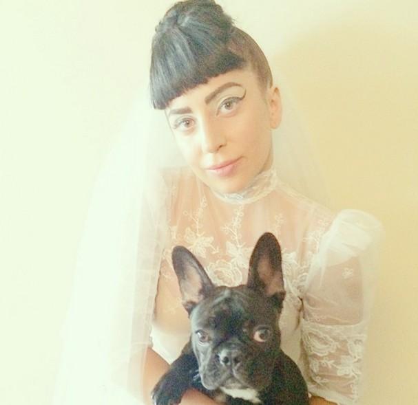 Lady Gaga w sukni ślubej! Jednak wzięła ŚLUB? (FOTO)