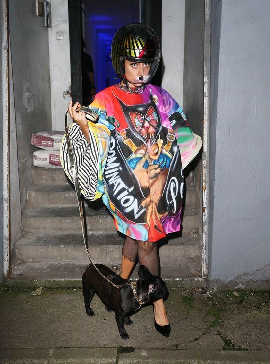 W jaki stroju Lady Gaga wyprowadza swojego psa?