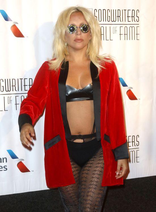 Lady Gaga pokazała rozstępy na biuście (FOTO)