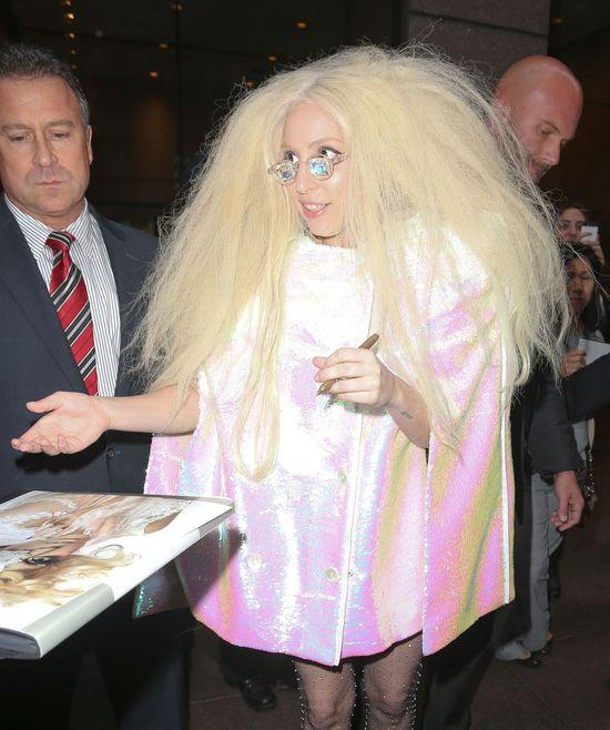 Lady Gaga chce uratować związek... trójkącikiem