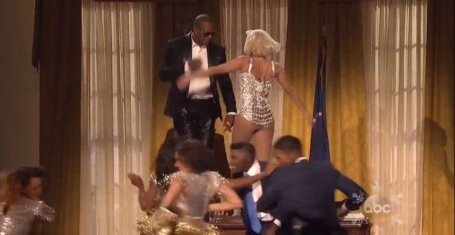 Lady Gaga postanowi�a by� gwiazd� AMA 2013 (FOTO+VIDEO)