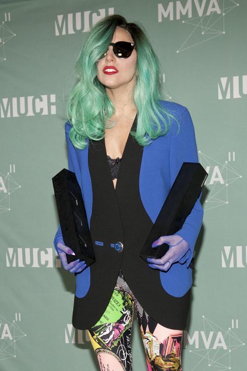 Lady Gaga poleje wodę...