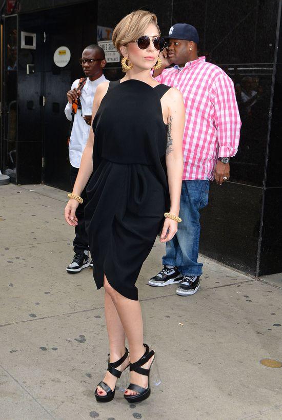 Lady Gaga: Nowa fryzura i trzy stylizacje  (FOTO)