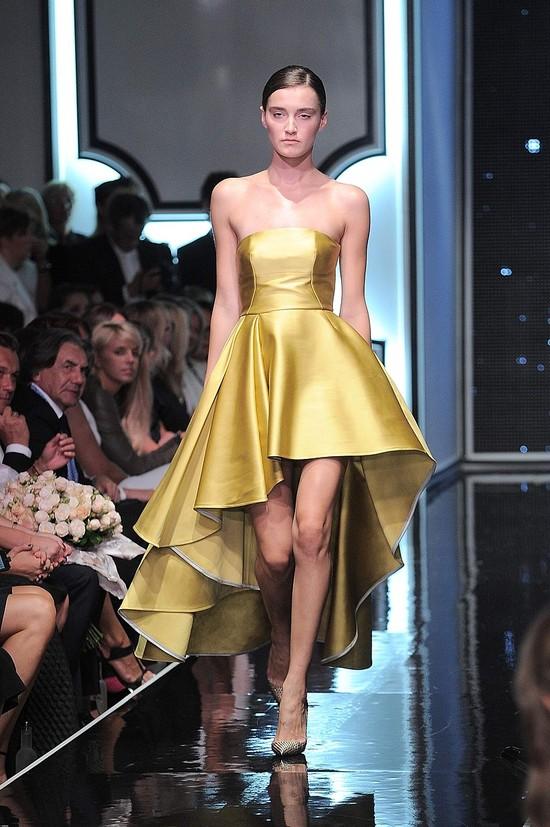 Anna Lewandowska na pokazie LaManii w złotej sukni (FOTO)