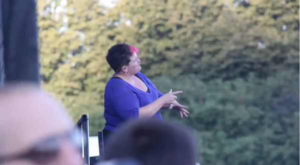 Tłumaczka języka migowego gwiazdą internetu (VIDEO)