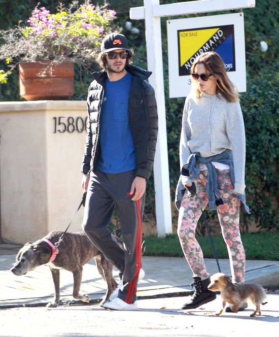 Leighton Meester marzy�a, by Adam Brody na ni� spojrza�!