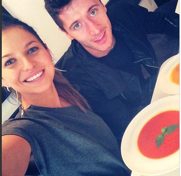 Nie zgadniecie, co Lewandowska nosi ze sobą do kawiarni FOTO