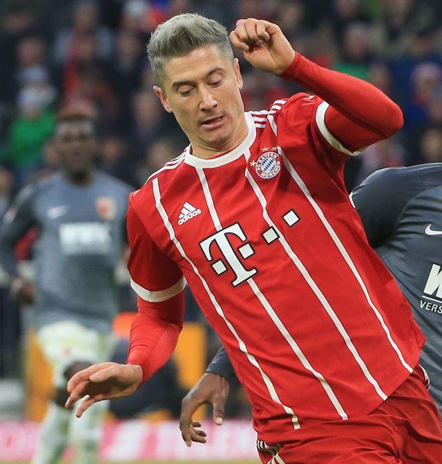 Robert Lewandowski debiutuje w nowej fryzurze na boisku (ZDJĘCIA)