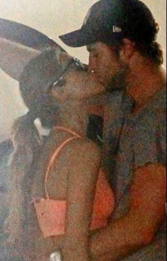 Liam Hemsworth całuje NOWĄ dziewczynę (FOTO)