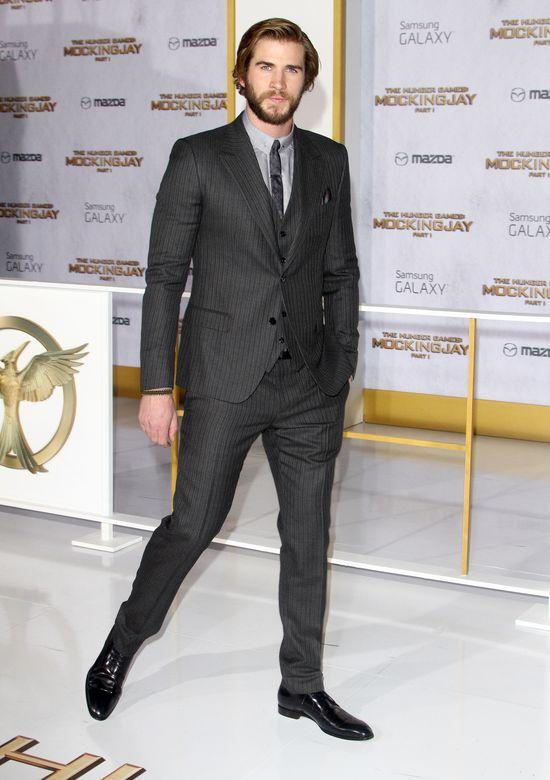 Hemsworth narzeka na całowanie Lawrence: Jadła czosnek!