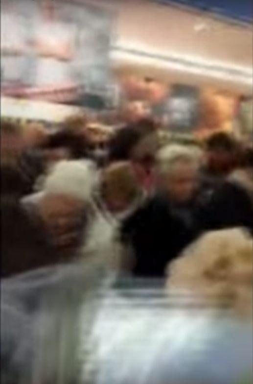 Masakra! Walka o kurtki w Lidlu (VIDEO)