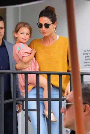 Lily Aldridge i Alessandra Ambrosio zabrały dzieci na lunch