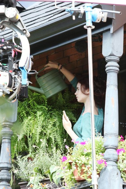 Lily Collins nie zamierza regulować brwi (FOTO)