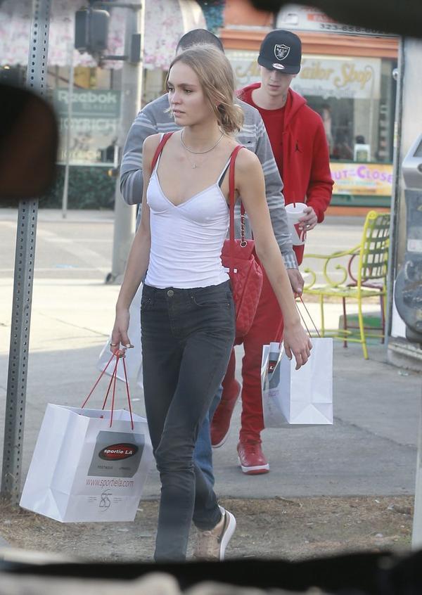 Widzieliście już chłopaka Lily Rose Depp? (FOTO)