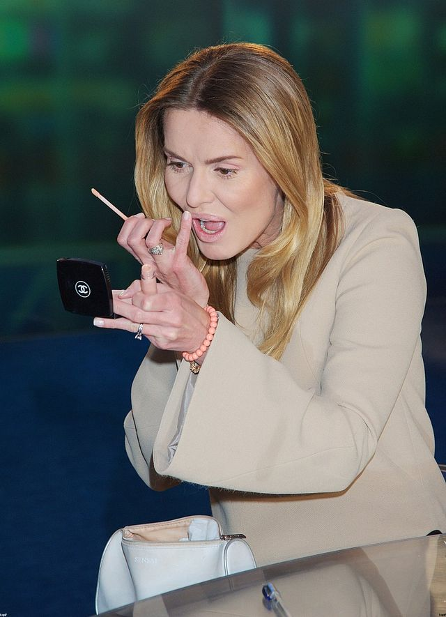 Hanna Lis przeprasza za papierosy na stole Panoramy