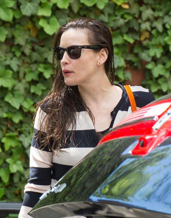 Liv Tyler przyłapana w mokrych włosach i bez makijażu (FOTO)